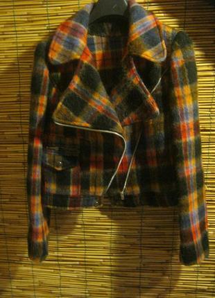 Яркая интересная курточка из мохера размер s-m