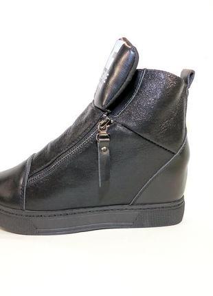 Ботинки женские демисезонные черные и белые на платформе. разм...