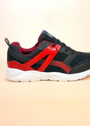 Кроссовки женские черные с красными вставками для бега. размер...