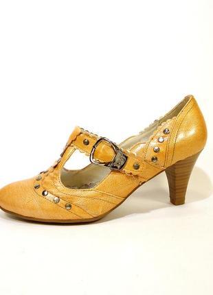 Туфли женские лодочки с ремешком, на устойчивом каблуке. разме...