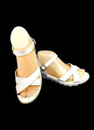 Босоножки сандалии женские, белые, лак.