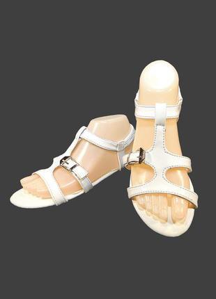 Босоножки сандалии женские, белые, на резинке.