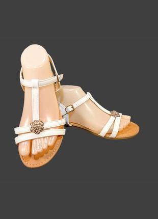 Женские босоножки сандалии, белые.