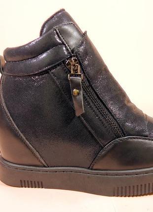 Демисезонные ботинки- сникерсы на скрытой танкетке. размеры 36...
