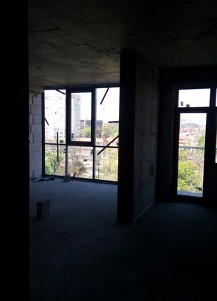 Предлагается трехкомнатная квартира на 10 станции Большого Фонтан