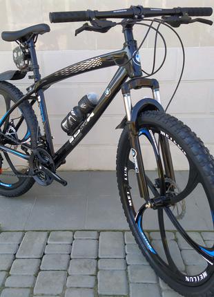 Велосипед BMW.  На литых дисках