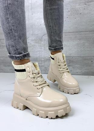 Зимние лаковые бежевые ботинки