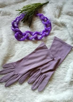 Перчатки лилового цвета