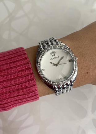 Женские наручные металлические часы серебристые с камнями