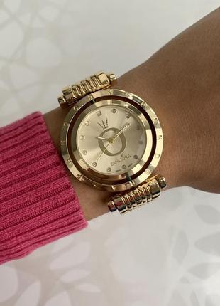 Женские наручные крутящиеся металлические часы золотистые с зо...