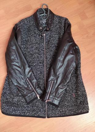 Обалденная куртка - пальто с кожаными рукавами.