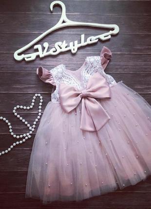 Нарядное кружевное платье с бусинами и бантом