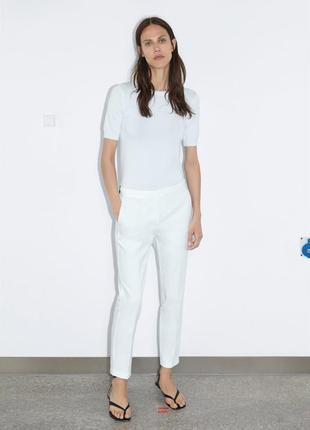 Белые брюки бренда zara