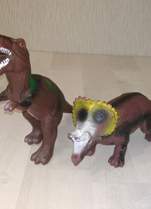 Динозавры резиновые Ти-Рекс и трицератопс