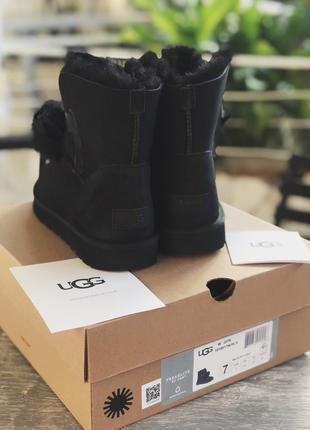 Зимние женские угги UGG Gita Black Suede