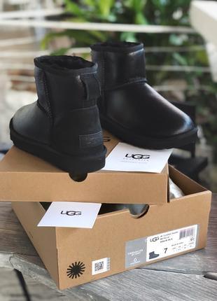 Женские угии теплые непромокающие UGG Classic Mini Bomber Black