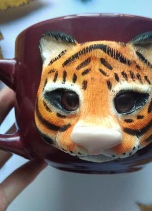 Цікава чашка з декором ручної роботи