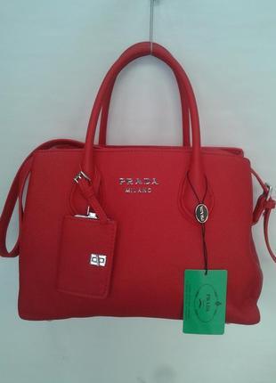 Модная женская сумка красного цвета
