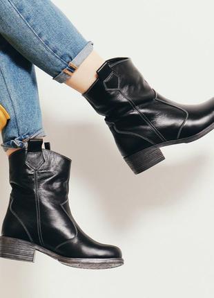 Кожаные женские черные сапоги ботинки казаки с широким голенищ...