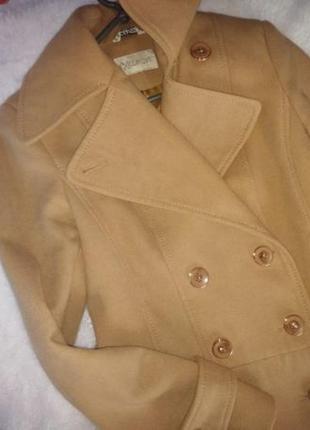 Пальто дуже стильно дивиться