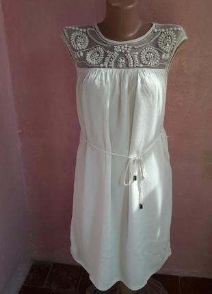 Платье белое 44-46