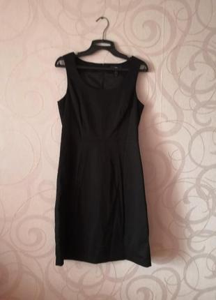 Маленькое черное платье в деловом стиле