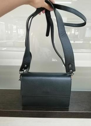 Кожаная итальянская сумка кросс-боди черного цвета