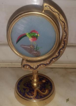 Статуэтка в китайском стиле с вращающимся попугайчиком