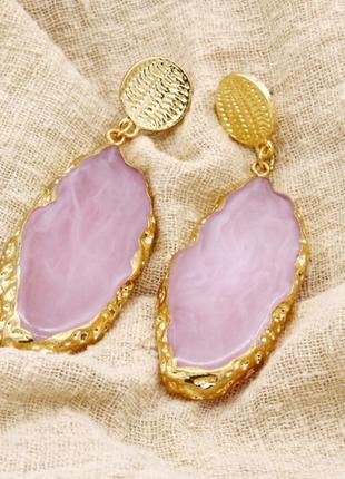 Серьги из камня, розовые с позолотой