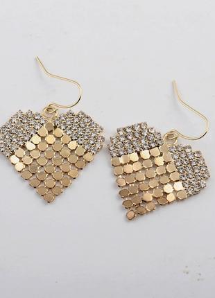 Сереги золото с камушками