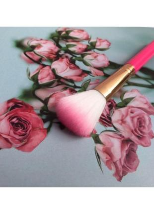 Кисть для румян и пудры, розовая