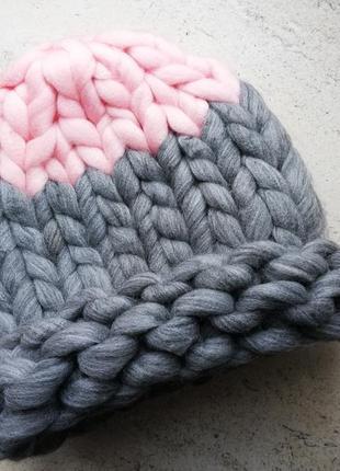 Шапка крупной вязки, вязаная шапка, розово-серая