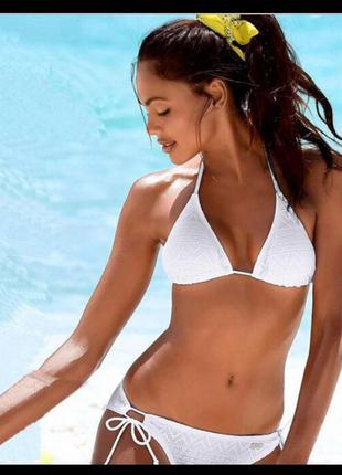 Ажурный, кружевной белоснежный купальник бикини