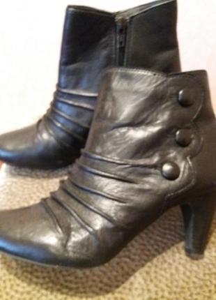 Черные брендовые кожаные полусапожки.ботиночки-lotus-39р