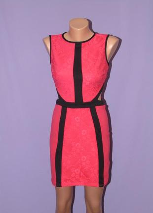 Платье красное с кружевом с вырезами на талии