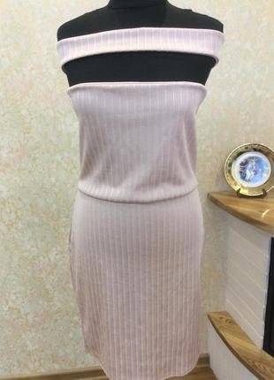 Платье бежевое с оголенными плечами новое