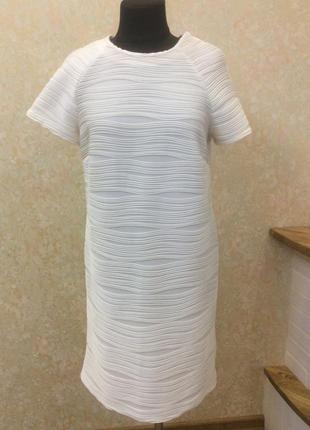 Красивое платье молочного цвета