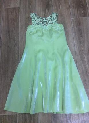 Платье салатового цвета с кружевом