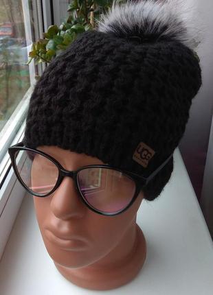 Новая красивая шапка с натуральным помпоном (на флисе) черная