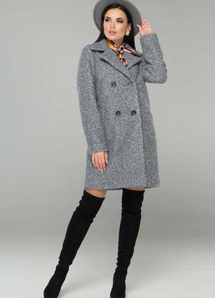 Серое шерстяное пальто