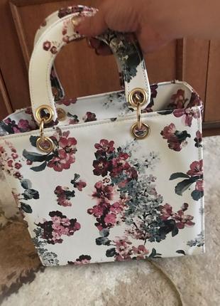 Летняя белая сумка с цветами новая