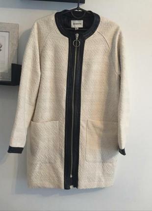 """Красивое пальто """"кокон"""", белое с чёрными кожаными вставками"""