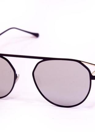 Оригинальные солнцезащитные очки с необычной оправой