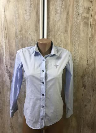 Голубая классическая строгая деловая в деловом стиле рубашка б...
