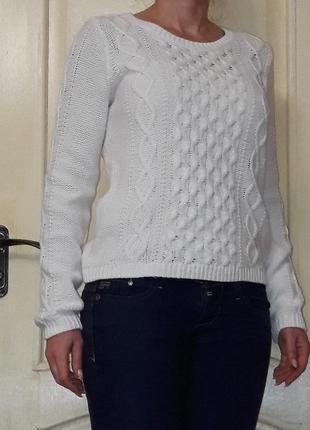 Белый свитер пуловер