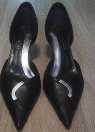 Туфли НОВЫЕ: из натуральной кожи на маленьком каблуке  24,3см