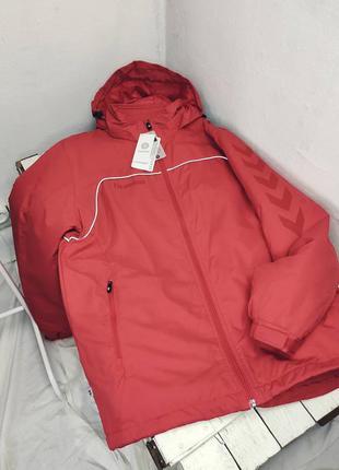 Спортивная красная куртка hummel