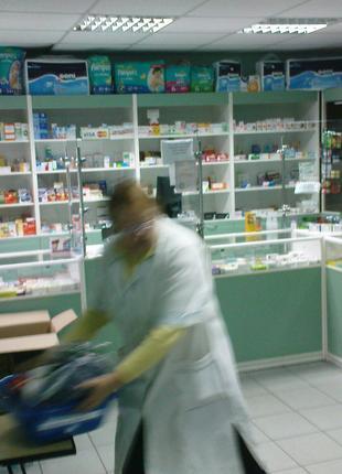 Б/у мебель из аптеки (шкафы витринные)