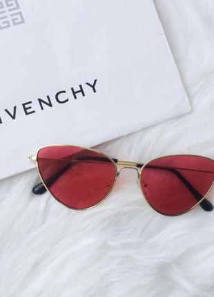 Стильные красные трендовые очки в золотой оправе