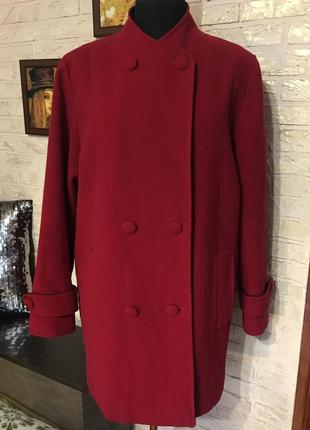 Шерстяное красное пальто